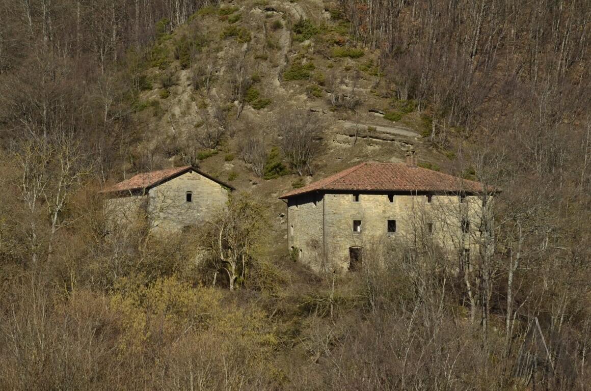 L'Eremo Nuovo visto dalla S. Vic.le Eremo Nuovo-Campo Rosso, dal versante opposto del Bidente (19/02/17).